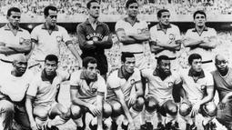 Tim Brasil menjadi satu-satunya non Eropa yang mengalami kutukan gagal pada Piala Dunia yakni tahun 1966. Sebelumnya pada tahun 1962 Brasil berhasil meraih trofi Piala Dunia di Estadio Nacional, Santiago. (AFP/ Central Press/Staff)