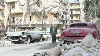 Mobil klasik milik Mohammade Mohiedin Anis jadi korban perang di Aleppo, Suriah Utara.
