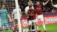 Bek AC Milan, Mateo Musacchio berselebrasi usai mencetak gol ke gawang Sassuolo selama pertandingan lanjutan Liga Serie A Italia di stadion San Siro, Milan, Italia (2/3). AC Milan menang 1-0 atas Sassuolo. (AP Photo/Luca Bruno)