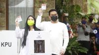 Kahiyang Ayu menemani suaminya, Bobby Nasution saat pencoblosan di Pilkada (dok.instagram/@bobbynst/https://www.instagram.com/p/CIkCiGBFtmT/Komarudin)