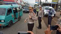 Direktur Lalu Lintas Polda Jabar, Komisaris Besar Polisi Eddy Djunaedi, saat peninjauan jalur selatan Jawa di Limbangan, Garut, Senin (16/12/2019). (Liputan6.com/Jayadi Supriadin)