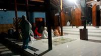 Jemaah Masjid Saka Tunggal, Cikakak, Wangon Banyumas. (Foto: Liputan6.com/Muhamad Ridlo)