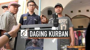 Untuk mencegah kericuhan dan pemalsuan sebuah masjid di Tegal menggunakan kupon digital dalam pembagian hewan kurban. penerima kurban difoto dan kupon pengambilan daging kurban diberi barcode.