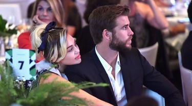 Miley Cyrus dan Liam Hemsworth