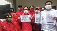 Wali Kota Surabaya Tri Rismaharini kembali digoyang dengan beredarnya sebuah video pendek yang memperlihatkan seolah-olah mendukung pasangan calon nomor urut dua, Machfud Arifin dan Mujiaman.