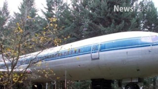 Bruce Campbell adalah seorang insinyur kreatif yang bosan tinggal di rumah permanen. Saat melihat pesawat bekas, ia pun memiliki ide luar biasa untuk menjadikannya rumah.