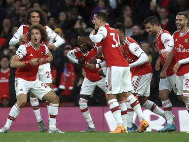 Para pemain Arsenal merayakan gol yang dicetak oleh David Luiz ke gawang Crystal Palace pada laga Premier League 2019 di Stadion Emirates, Minggu 927/10). Kedua tim bermain imbang 2-2. (AP/Leila Coker)A