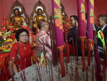 Perayaan Imlek, Anies Baswedan Sambangi Vihara Dharma Bhakti Petak Sembilan