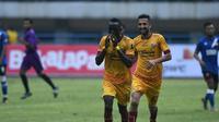 Makan Konate merayakan golnya ke gawang PSM pada penyisihan Grup A Piala Presiden 2018 (21/1/2018). (Bola.com/Riskha Prasetya)