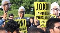 Peserta Aksi 365 menuntut kasus Novel Baswedan yang tak kunjung terungkap, seberang Istana Negara, Jakarta, Rabu (11/4). Novel Baswedan diserang dalam perjalanan usai menjalankan sala subuh dari masjid. (Liputan6.com/Immanuel Antonius)