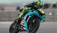 Pembalap Petronas Yamaha SRT, Valentino Rossi, harus puas finis di posisi ke-12 pada MotoGP Qatar 2021 yang digelar di Sirkuit Losail, Senin (29/3/2021) dini hari WIB. (AFP/Karim Jaafar)