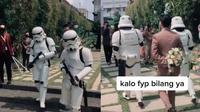 Viral Penikahan Bertema Star Wars, Pengantin Pria Dikawal Stromtrooper. (Sumber: TikTok/auliyatrizzzan)