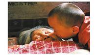 Pemulung Rawat 30 Bayi Terlantar (sumber: dailymail)