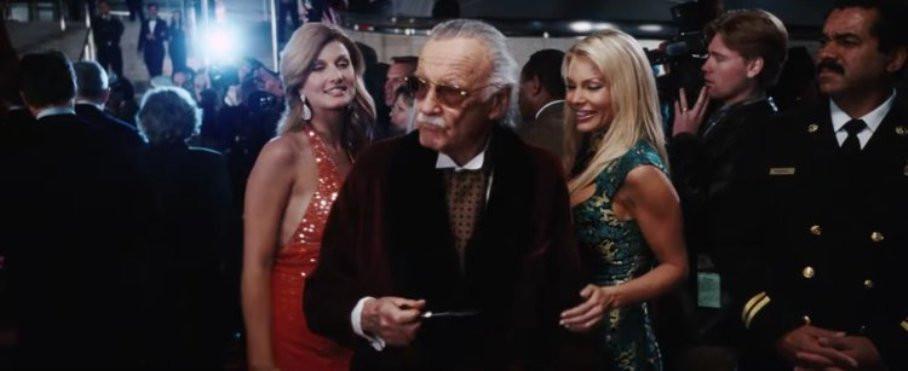 Stan Lee saat beradegan cameo di film Iron Man. (thisisinsider.com)