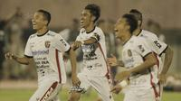 6. Fadil Sausu (Gelandang) - Kapten Bali United ini adalah seorang motivator di skuat Serdadu Tridatu. Aliran umpan akurat dan kemampunya mencetak gol harus menjadi catatan bagi Persija. (Bola.com/M Iqbal Ichsan)