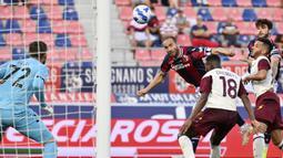 Lorenzo De Silvestri. Bek kanan berusia 33 tahun yang kini memasuki musim ke-2 bersama Bologna ini telah mencetak 2 gol. Kedua gol dicetak pada pekan pertama saat menang 3-1 atas tim tamu Salernitana. (Foto: LaPresse via AP/Massimo Paolone)