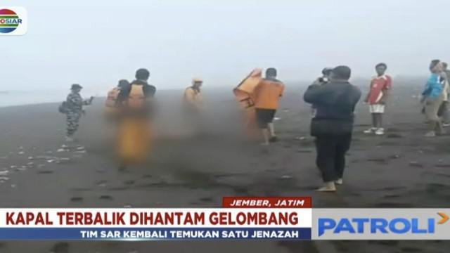 Jenazah korban ditemukan Jumat pagi di pantai dengan jarak 500 meter dari terbaliknya kapal.