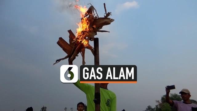 Warga Ngawi Jawa Timur heboh dengan keluarnya gas dari sumur mereka ditengah sawah. Selain bunyi gemuruh, gas mengeluarkan api dan baunya menyengat. Para petani takut dan memanen padinya lebih awal.