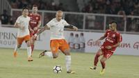 Pemain Borneo FC, Julian Faubert, saat pertandingan melawan Persija Jakarta pada laga Liga 1 di SUGBK, Jakarta, Sabtu (14/4/2018). Persija menang 2-0 atas Borneo FC. (Bola.com/M Iqbal Ichsan)