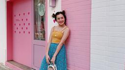 Beby berpenampilan lebih cute dengan rambut yang dikuncir cepol dua, dengan warna outfit yang cerah dan sangat khas dengan Korean Style. (Liputan6.com/IG/@bebytsabina)