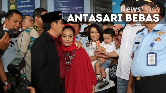 Antasari Azhar bebas. Terpidana kasus pembunuhan itu kini mulai menjalani masa bebas bersyarat setelah mendekam selama 7 tahun 6 bulan di Lapas Klas I Tangerang.