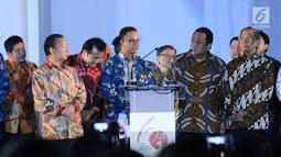 Gubernur DKI Jakarta Anies Baswedan (tengah) bersama Utusan Khusus Presiden Indonesia untuk Jepang Rahmat Gobel jelang perayaan 60 tahun hubungan diplomatik Indonesia-Jepang di Museum Fatahillah,Jakarta,  Jumat (19/1). (Liputan6.com/Helmi Fithriansyah)