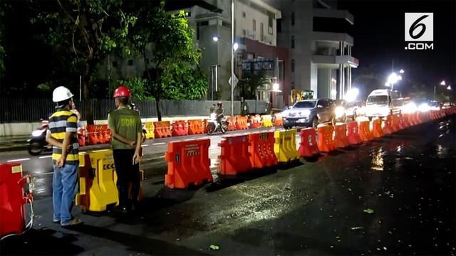 Jalan Raya Gubeng, Surabaya, Jawa Timur, yang sempat ditutup karena ambles mulai dibuka. Perbaikan jalan tersebut sudah selesai dan kendaraan bisa melalui jalan itu mulai pukul 18.00 WIB, Kamis (27/12/2018).