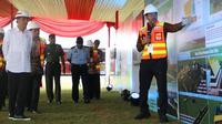 Presiden Joko Widodo mendengar paparan masterplan pembangunan Bandara Jenderal Besar Soedirman Purbalingga, 2018 lalu. (Foto: Liputan6.com/Dinkominfo PBG/Muhamad Ridlo)