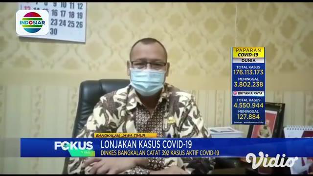 Terlihat antusias warga Kabupaten Bangkalan melakukan vaksinasi Covid-19, sebanyak 2.000  warga mengantre sejak pagi hari. Tak hanya divaksin, bagi warga yang telah melakukan vaksinasi mendapatkan beras 5 kilogram dari pemerintah daerah, sebagai bent...