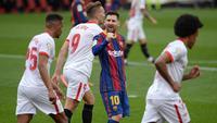 Lionel Messi berhasil menorehkan satu assist dan satu gol saat Barcelona meraih kemenangan 2-0 atas Sevilla pada laga pekan ke-25 La Liga di Estadio Ramon Sanchez Pizjuan, Sabtu (28/2/2021) malam WIB. (AFP/CRISTINA QUICLER)