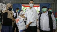Menteri Sosial Juliari P. Batubara dan jajaran mendarat di Natuna untuk menyaksikan penyaluran bantuan sosial.