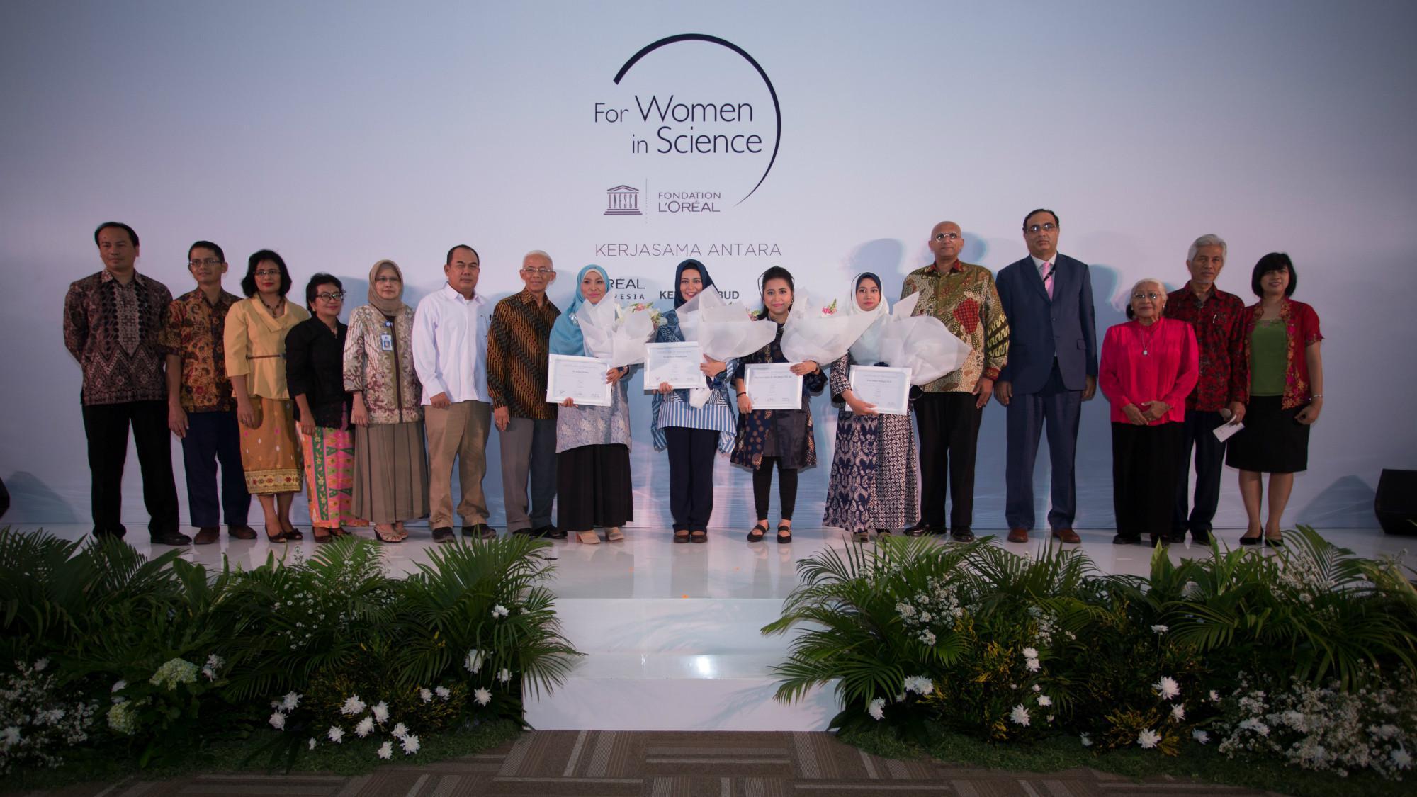 Para pemenang L'Oréal-UNESCO For Women in Science 2017 beserta para dewan juri (L'Oréal Indonesia)