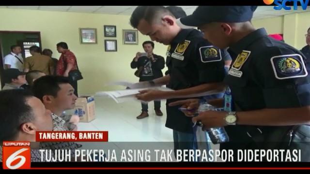 Usai diperiksa, tujuh tenaga kerja asing itu langsung dibawa ke kantor imigrasi dan diserahkan ke kedutaan untuk dideportasi.