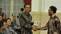Presiden Jokowi dan Glenn Fredly (Liputan6.com/Faisal Fanani)