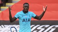 5. Davinson Sanchez (40 juta euro) - Bek asal Kolombia ini resmi menjadi bagian skuat Tottenham Spurs pada tahun 2017. Tottenham menggelontorkan dana mencapai 40 juta euro untuk bisa memboyong Davinson Sanchez dari Ajax. (AFP/Oli Scarff/pool)