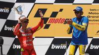 Valentino Rossi memenangi persaingan dengan Marco Melandri pada MotoGP Jerman 2006. (Motorsport)