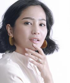 Foto Eksklusif Bunga Zainal. (Foto: Adrian Putra, Digital Imaging: Muhammad Iqbal Nurfajrii/Fimela.com)