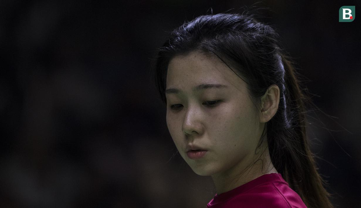 Pebulutangkis Hongkong, Tsz Huen Lam, saat tampil pada Asian Para Games cabang bulutangkis RR 3 di Istora Senayan, Jakarta, Kamis (11/10). (Bola.com/Vitalis Yogi Trisna)