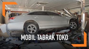 Sebuah mobil sedan menabrak sebuah toko di Kota Yangju, Seoul. Kecelakaan ini menyebabkan pemilik toko tewas, sedangkan 2 orang lainnya terluka.