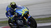 Pebalap Suzuki Ecstar, Andrea Iannone, menilai performa motorya sudah semakin berkembang pada setiap balapan yang dilalui. (EPA/Fazry Ismail)