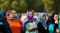 Para perempuan di Selandia Baru mengenakan kerudung sebagai bentuk solidaritas terhadap korban penembakan Christchurch (AFP)