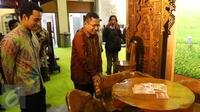 Menteri Perindustrian Saleh Husin (kedua kiri) saat mengunjungi Pameran Furniture Perfect Home, Jakarta, Rabu (18/11/2015). Saleh berharap dengan adanya pameran akan mendekatkan produsen dengan pasar (Liputan6.com/Ferry Pradolo)