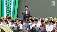 Presiden Joko Widodo atau Jokowi memberi sambutan pada Harlah ke-73 kepadaMuslimat NU di Stadion Utama GBK, Jakarta, Minggu(27/1). Jokowi berharap muslimat NU makin jaya dan mendapatkan anugerah dari Tuhan. (Liputan6.com/Johan Tallo)