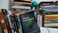 Buku Hikayat Pohon Ganja terbitan Lingkar Ganja Nusantara yang dijadikan barang bukti dalam kasus penyalahgunaan ganja Musikus Anji. Langkah polisi tersebut menuai kontroversi, sebab penyitaan buku yang bersifat keilmuan tersebut sebagai barang bukti sama sekali tidak ada kaitan dengan kasus Anji