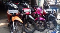 Deretan motor bekas di salah satu dealer yang terletak di kawasan Jakarta Barat.
