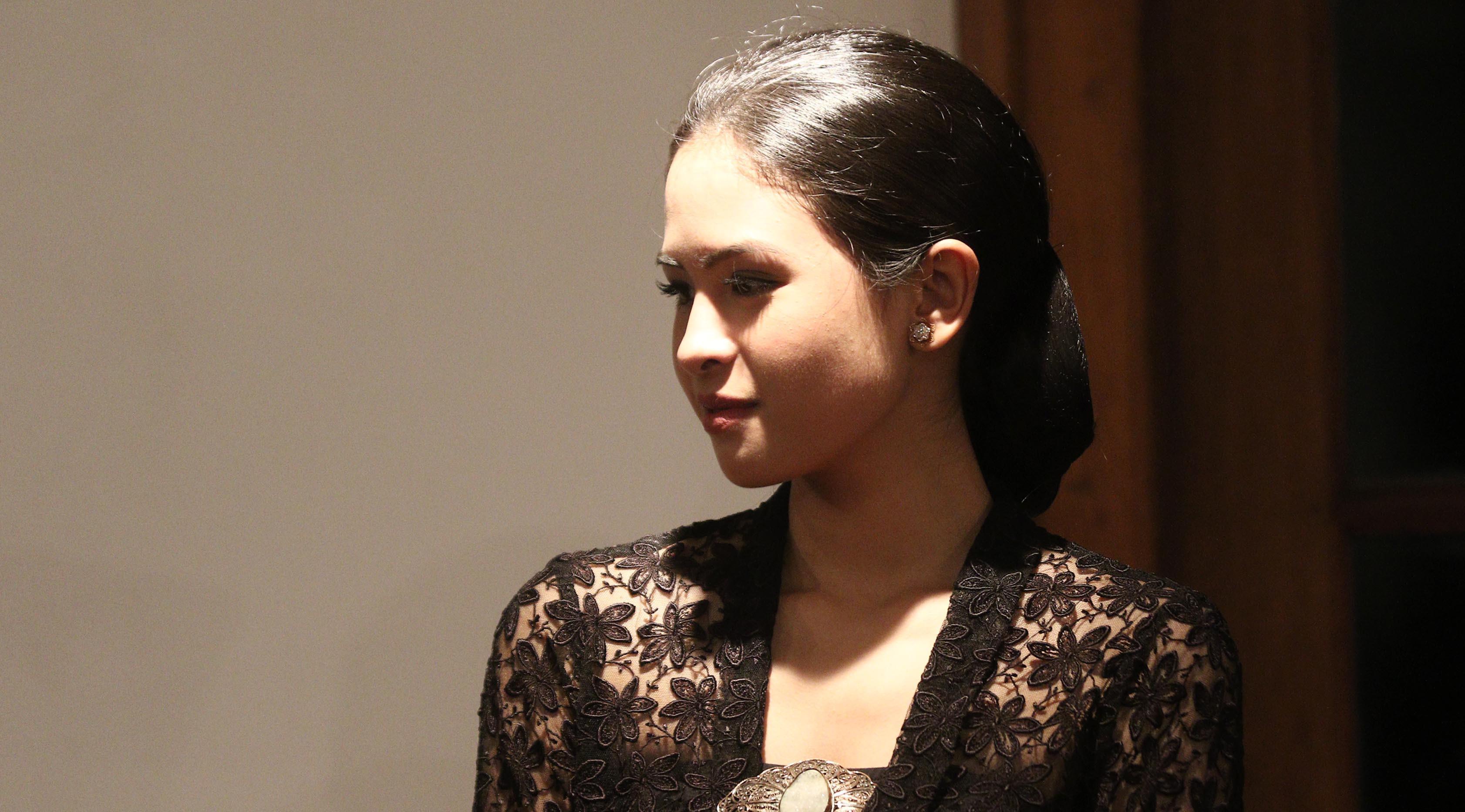 Aktris Maudy Ayunda  saat tampil pada Panggung Para Perempuan Kartini di Museum Bank Indonesia, Jakarta, Selasa (11/4). Kegiatan ini untuk menyambut peringatan Hari Kartini pada 21 april mendatang.