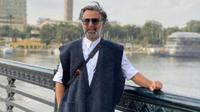 Viral, Gaya Pria Arab Pakai Gamis dan Bawa Tas Hermes . (dok.Instagram @waelabul/https://www.instagram.com/p/B6yMgXXD_s1/Henry)