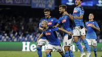 Penyerang Napoli Dries Mertens bersama rekan-rekannya merayakan gol ke gawang Liverpool dalam laga Grup E Liga Champions di Stadion San Paolo, Rabu (18/9/2019).(AP Photo/Gregorio Borgia)