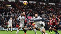 Winger Liverpool, Mohamed Salah, berhasil mencetak hattrick sekaligus membawa timnya menang 4-0 atas Bournemouth pada laga pekan ke-16 Premier League, di Vitality Stadium, Sabtu (8/12/2018). (AFP/Glyn Kirk)