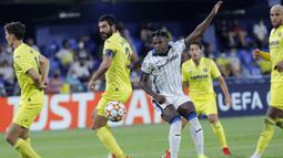 Atalanta tampil percaya diri menghadapi tuan rumah Villarreal di awal babak pertama lewat motor serangan di lini depan, Duvan Zapata. (Foto: AP/Alberto Saiz)